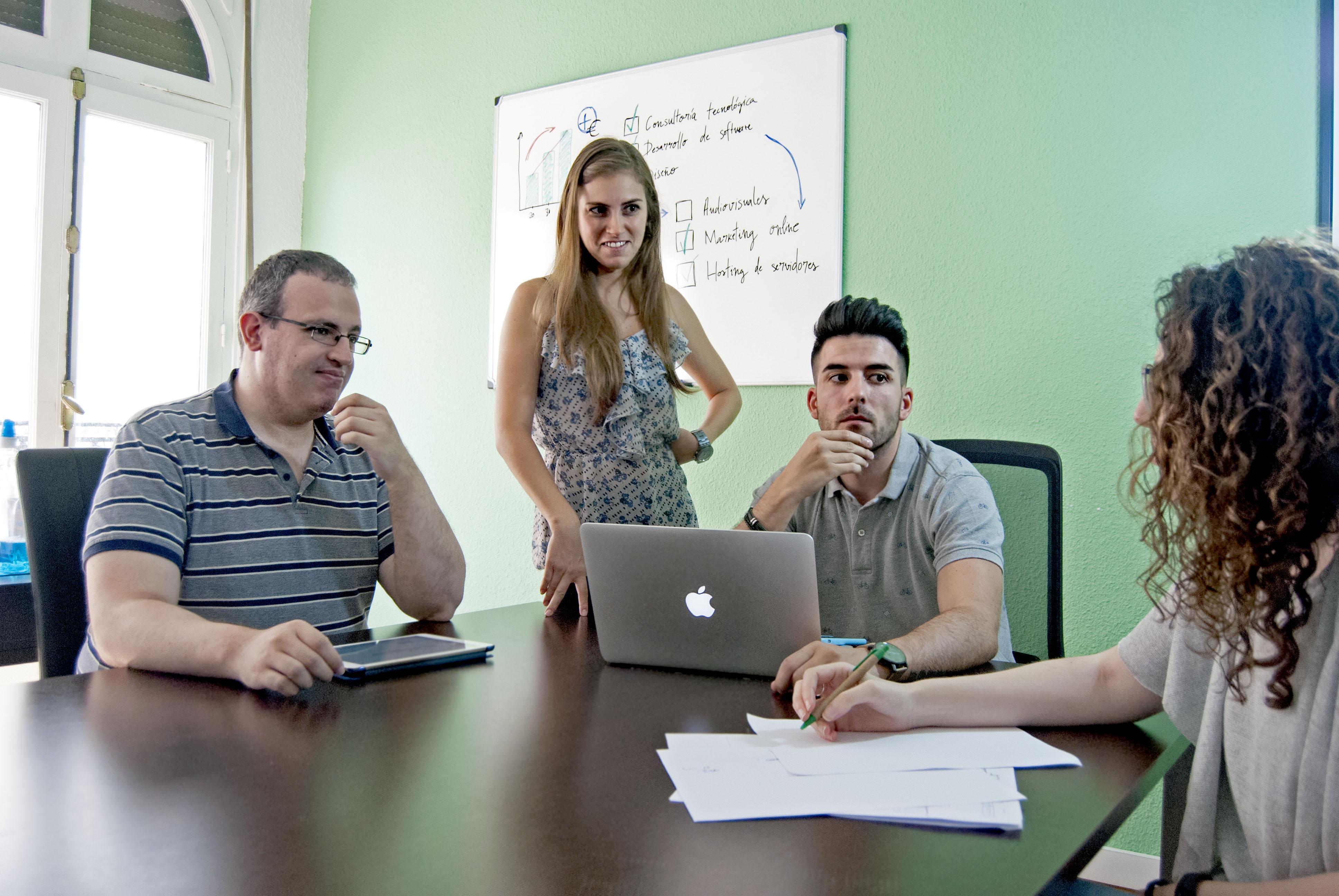 ¿Quieres aprender más sobre desarrollo de software? ¡Síguenos!